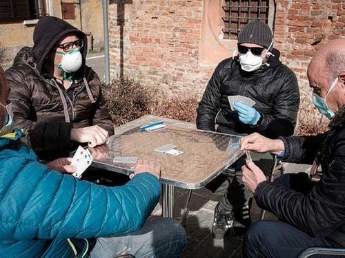 Bất ngờ cuộc sống trong vùng đỏ virus corona ở 'ổ dịch' Italy