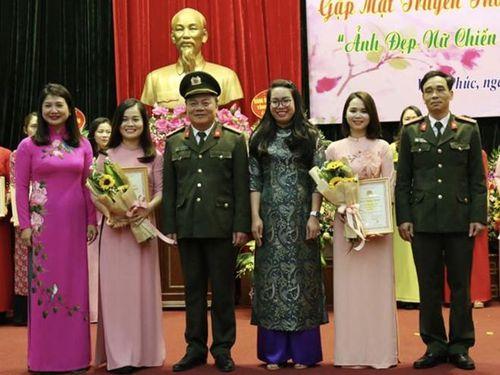 Gặp mặt ngày Quốc tế phụ nữ và trao giải ảnh đẹp nữ chiến sỹ Công an