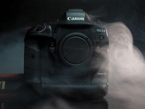 Cận cảnh Canon EOS 1DX Mark III - 'Quái vật' của giới DSLR