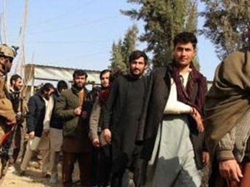 Mỹ - Afghanistan: 'Cây gậy và củ cà rốt'