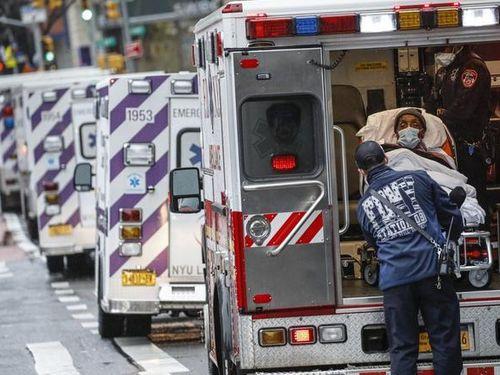 Hàng loạt thuyết âm mưu nhắm vào các bệnh viện trị Covid-19 ở Mỹ