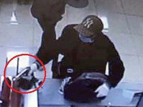 Nghi phạm nổ súng cướp ngân hàng ở Hà Nội đã đầu thú