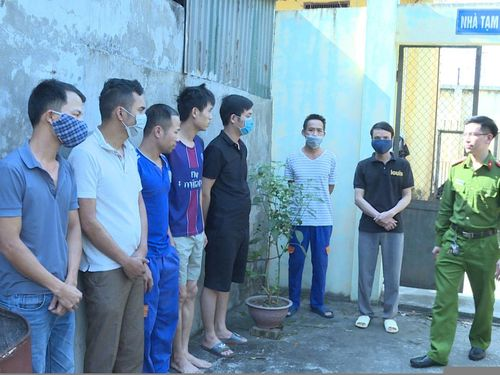 Bắt 'ổ nhóm' đánh bạc dưới hình thức xóc đĩa ở Hưng Yên