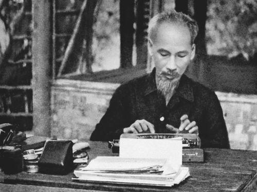 Chủ tịch Hồ Chí Minh lãnh đạo kháng chiến chống thực dân Pháp