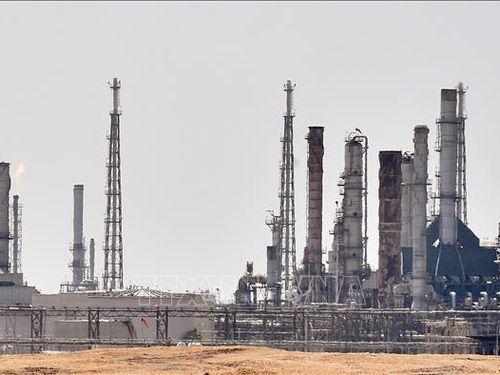 Saudi Arabia và Kuwait cắt giảm thêm sản lượng để bình ổn thị trường dầu mỏ