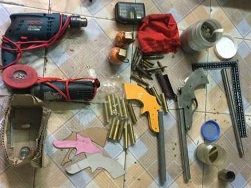 Đối tượng trốn truy nã chế tạo súng và lựu đạn để bán kiếm lời