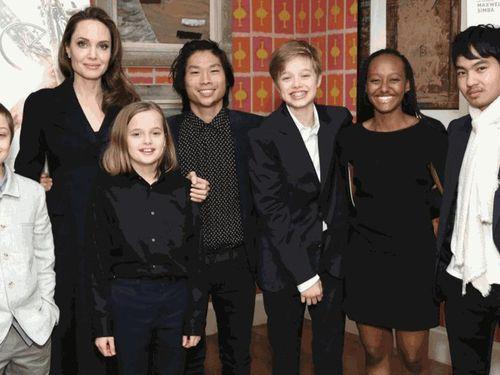 Dẫu bố mẹ ly hôn, các con nhà Brad Pitt - Angelina Jolie vẫn đón sinh nhật bên nhau