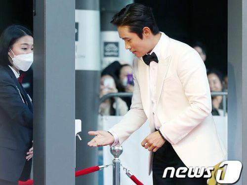 Lee Byung Hun, Lee Yoori cùng loạt sao Hàn đổ bộ thảm đỏ 'Oscar Hàn Quốc 2020'