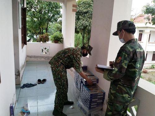 Thu giữ 2.000 gói thuốc lá tuồn qua biên giới trong đêm