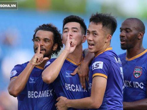 Tiền đạo chủ lực của thầy Park đưa đội nhà lên dẫn đầu, cầu thủ Việt kiều phản lưới khó đỡ