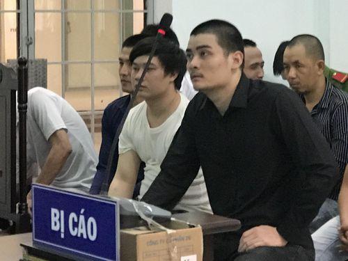 Đập phá xe buýt, thanh niên trả giá 12 tháng tù