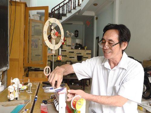 Thầy giáo sáng chế hơn 30 mô hình từ vật liệu tái chế