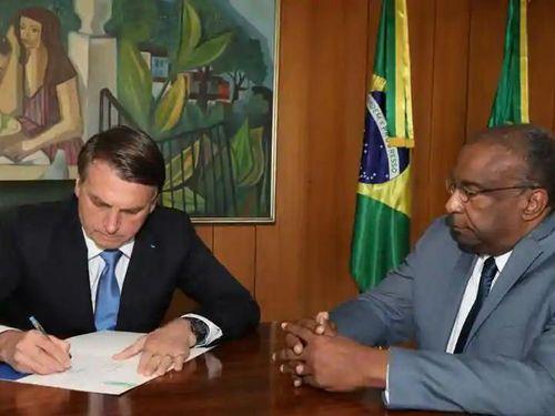 Bị tố khai man bằng cấp, Bộ trưởng Giáo dục Brazil từ chức