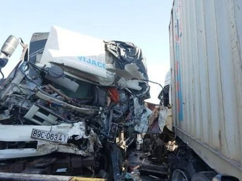 Hà Tĩnh: Hai ô tô đối đầu 3 người thương vong