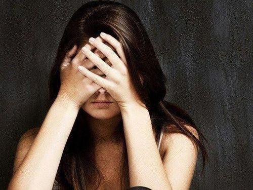 Lối thoát nào cho những người vợ trẻ bế tắc chuyện gia đình?