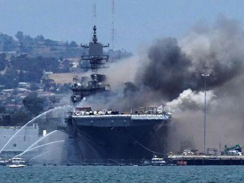 Cháy lớn trên tàu chiến Mỹ, 21 người bị thương