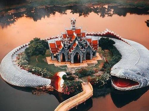 Ngôi đền được 'cá thần bảo vệ', có kiến trúc độc đáo nhất Thái Lan