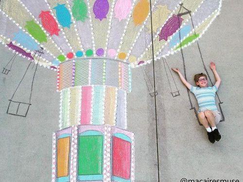 Cô bé 14 tuổi vẽ tranh 'du lịch vòng quanh thế giới' đẹp lung linh cho em trai