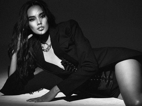 Gương mặt đẹp nhất HHHV Việt Nam 2019 khoe chân dài miên man