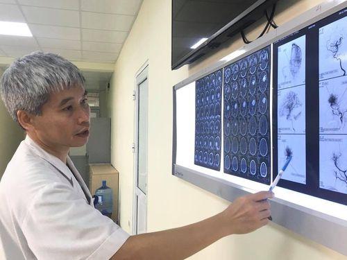 12 tiếng phẫu thuật bóc tách u não khổng lồ