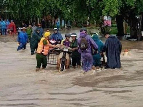 Mưa lớn khiến hàng trăm ngôi nhà ở Đắk Lắk bị ngập