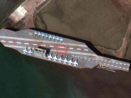 Iran kéo 'tàu sân bay Mỹ' ra biển tập bắn