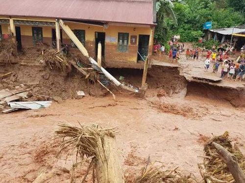 Lũ quét cuốn trôi nhiều ngôi nhà ở Điện Biên