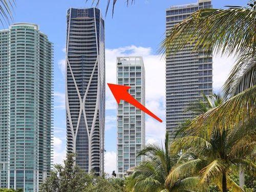 'Tòa tháp bọc xương' 300 triệu USD giữa trung tâm Miami