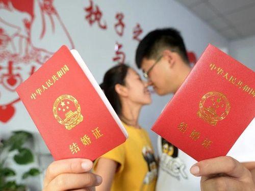 Xếp hàng đăng ký kết hôn ngày Thất Tịch ở Trung Quốc