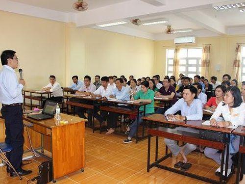 Nhà giáo có đủ 5 năm giảng dạy được hưởng phụ cấp thâm niên