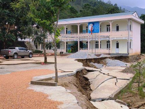 Thanh Hóa: Học sinh phải đi học nhờ vì trường sụt lún nghiêm trọng