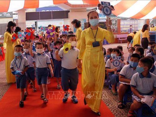 Phó Thủ tướng Thường trực Trương Hòa Bình dự khai giảng tại Thành phố Hồ Chí Minh