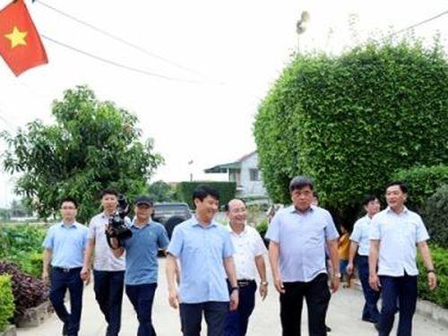 Thứ trưởng Trần Thanh Nam kiểm tra xây dựng NTM tại Hà Tĩnh