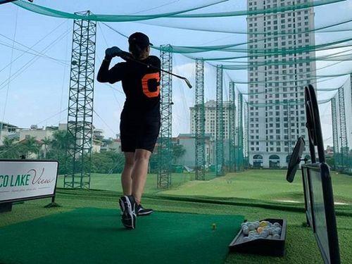 Người đẹp bóng chuyền Linh Chi bắt đầu đam mê chơi golf