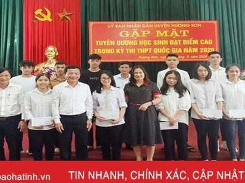 Hương Sơn tuyên dương 26 học sinh đạt điểm cao trong Kỳ thi THPT quốc gia