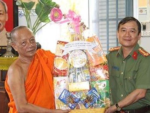 Công an tỉnh Sóc Trăng chúc mừng lễ Sene Đôn ta của đồng bào Khmer