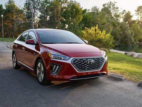 Xe sedan hạng sang nào tiết kiệm nhiên liệu nhất năm 2020?