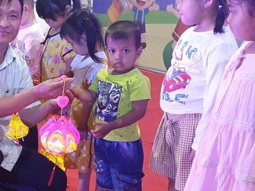 Ấm áp đêm 'Vui hội trung thu' với trẻ em nghèo Sóc Trăng, Tiền Giang