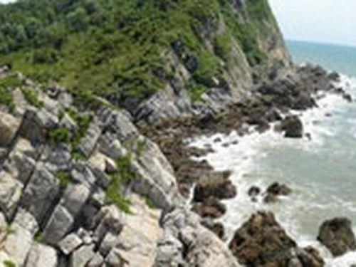 Rong ruổi trên đảo Quan Lạn