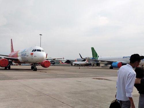Hành khách phản đối trả phí cách ly: Cảng vụ miền Nam đề nghị tạm dừng các chuyến bay thương mại