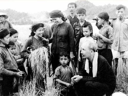 Chăm lo đời sống nhân dân theo tư tưởng Hồ Chí Minh trong giai đoạn hiện nay