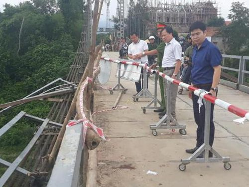Vụ ô tô lao xuống sông khiến 5 người chết: Đề nghị xây cầu mới