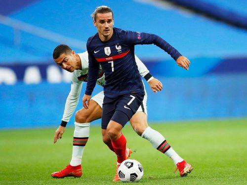 Ronaldo bất lực trước hàng thủ tuyển Pháp