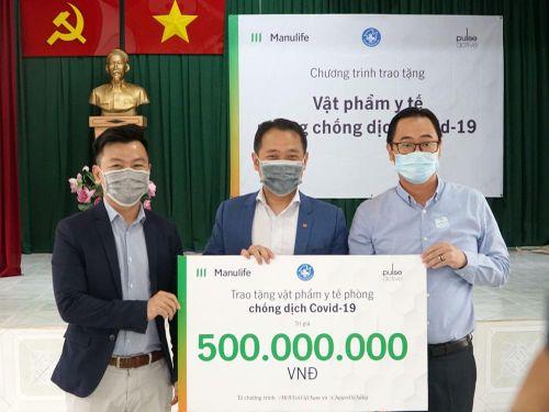 Manulife Việt Nam góp vật phẩm y tế cho chống dịch trị giá gần 3.5 tỷ