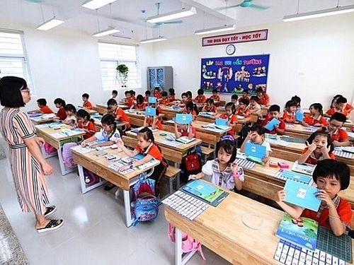 Phụ huynh phản ánh SGK lớp 1 'quá nặng': Cần đánh giá lại cách dạy?