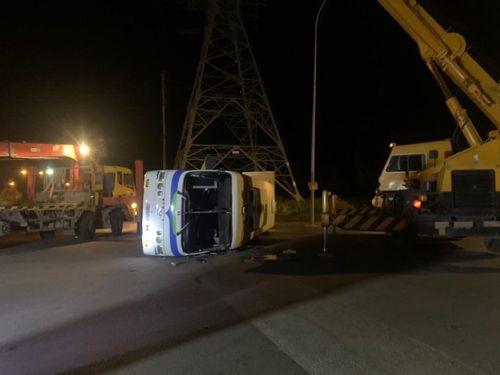 Tai nạn giao thông mới nhất hôm nay ngày 14/10: Xe ô tô nghi mất lái lao vào cổng trường mầm non Trung Hòa