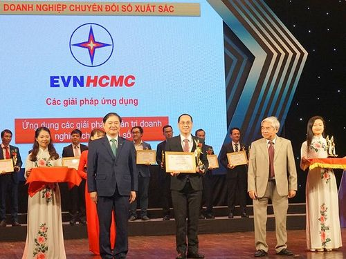 EVNHCMC đoạt giải doanh nghiệp chuyển đổi số xuất sắc