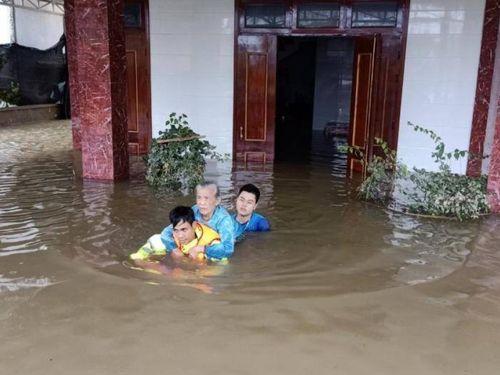 Vùng vẫy giữa 'rốn lũ' cứu trợ, cứu nạn