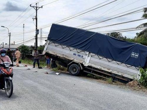 Tin giao thông đến sáng 23/10: Tai nạn khiến 1 người tử vong, 4 người bị thương