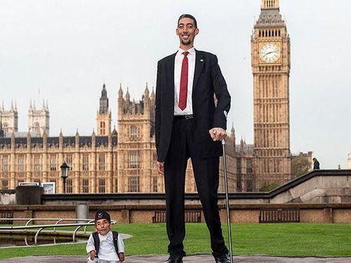 Những người đàn ông có chiều cao 'khủng' nhất thế giới
